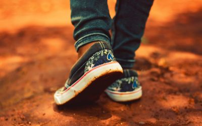 Importancia de la correcta posición del pie en los niños al andar